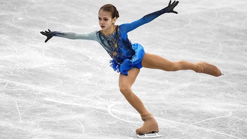 N-ice | Curiositats del patinatge sobre gel - Patinadora amb vestit blau